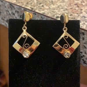 Vintage Alice Signed Gold Tone Earrings